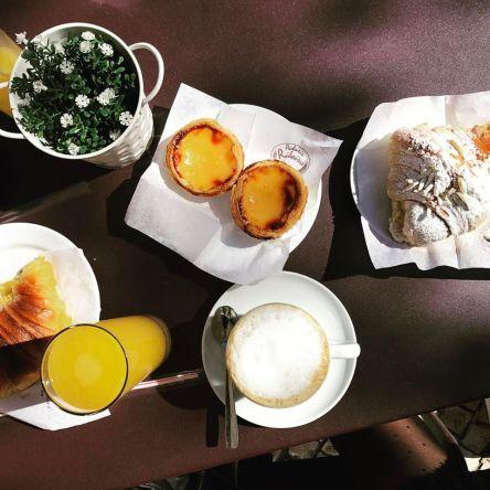 Galão et pastéis (Padaria Ribeiro)