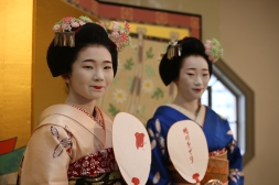 Spectacle geisha