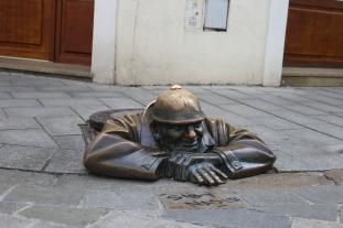 "La statue Cumil, ""L'observateur"" de Viktor Hulik"