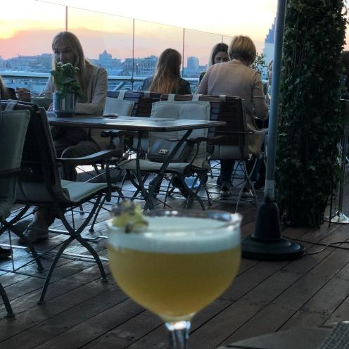 Cocktail sur le rooftop du Ararat Park Hyatt Moscow