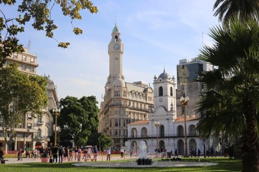 Le Cabildo (ancienne municipalité) et la tour du Palais de la Legislature