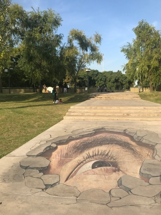 œuvres street-art trompe l'œil de artiste mexicain Juandres Vera dans le parc Mujeres Argentinas